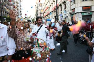 Gente in strada per la Piedigrotta