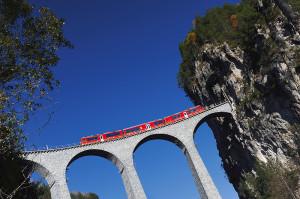 Paesaggi mozzafiato si ammirano dai treni svizzeri