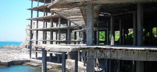 L'ecomostro di Alimuri era nato come albergo negli Anni Sessanta