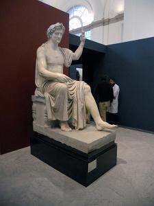 La statua di Augusto che apre la Mostra