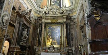 L'interno della Chiesa di Santa Maria delle Anime del Purgatorio ad Arco