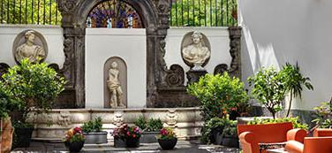 Hotel Piazza Bellini, cortile con fontana